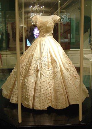 Jackie_Kennedy_Wedding_Gown_Smithsonian