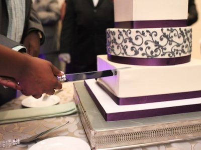 (Video Tutorial) How to Cut Your Wedding Cake
