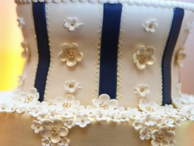 (Video Tutorial) How to Freeze the Top Tier of Your Wedding Cake